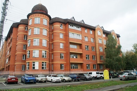 RESIDENTIAL BUILDING WITH A MIDDLE NUMBER OF STOREYS IN BORYSPIL, 12 ZAKHYSNYKIV VITCHYZNY STREET